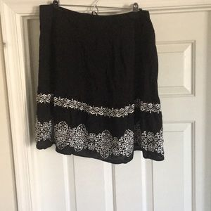 Black skirt with dreaded accents